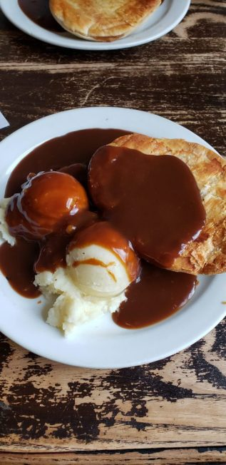 Minced Beef Pie and Mash at Goddards