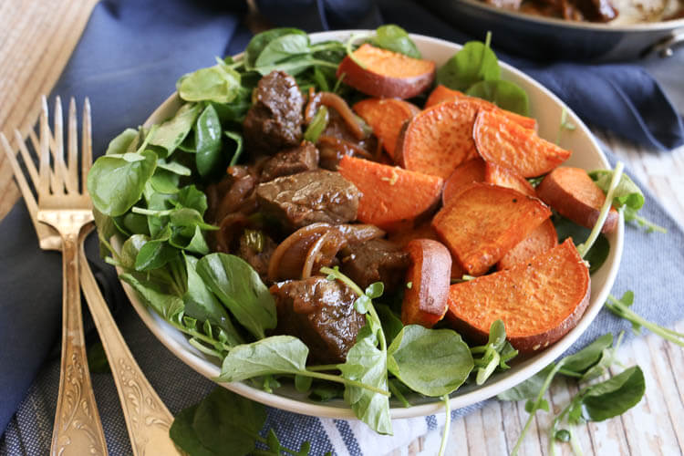 Paleo Vietnamese Shaking Beef Bowl is full of bold flavors as pan-seared steaks, onions, ginger and lime-pepper dipping sauce come together. With its pungent bite, the watercress is a great contrast to the beef and roasted sweet potatoes add healthy substance to this 30 minute meal. #whole30 #sunbasket #superfood #paleo