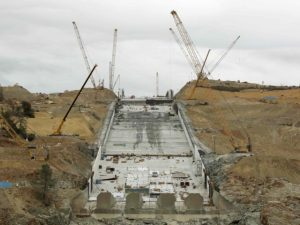 After $500 MILLION in repairs, the Oroville Dam spillway is cracking again