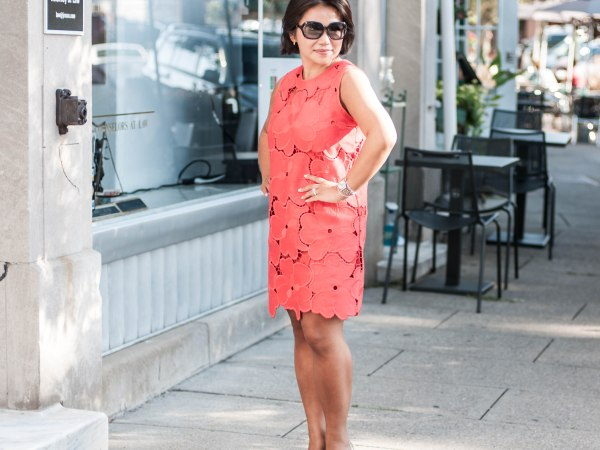 CYNTHIA ROWLEY OVERSIZED FLORAL LACE SLEEVELESS SHIFT DRESS red