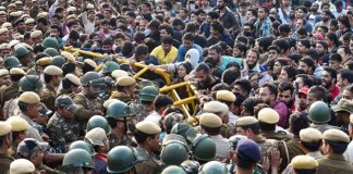 """JNU students stage mass protest against """"anti-student"""" policies of management"""