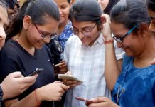 Virtual Classroom: Girl Students of Govt Schools in Punjab to Get Free Smartphones From Republic Day