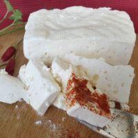 Как да си направим домашно сирене от 2 литра мляко (Рецепта)