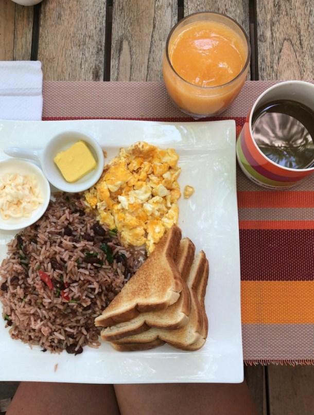breakfast Gallo pinto smoothie