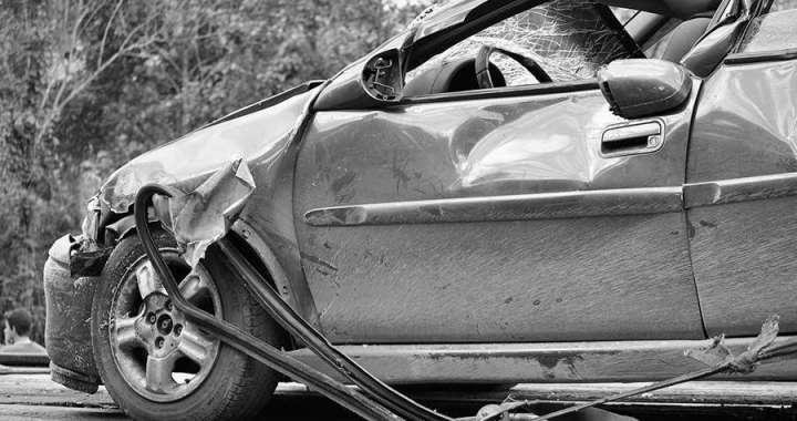 Fallecen Arzobispo y sacerdote en accidente automovilístico