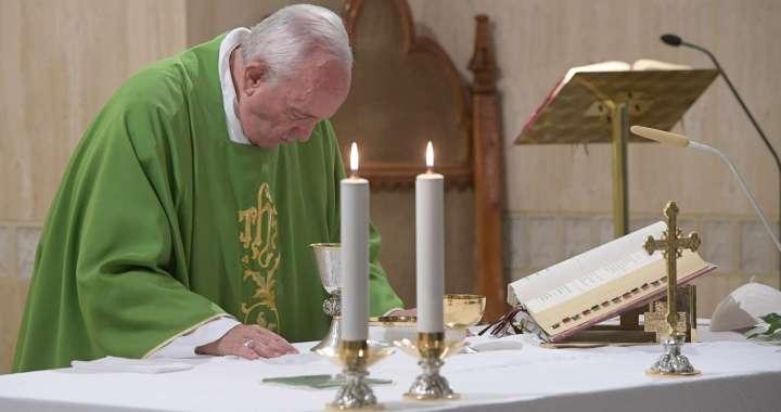 """El Papa advierte que los cristianos """"a medida"""" pueden caer en la herejía"""