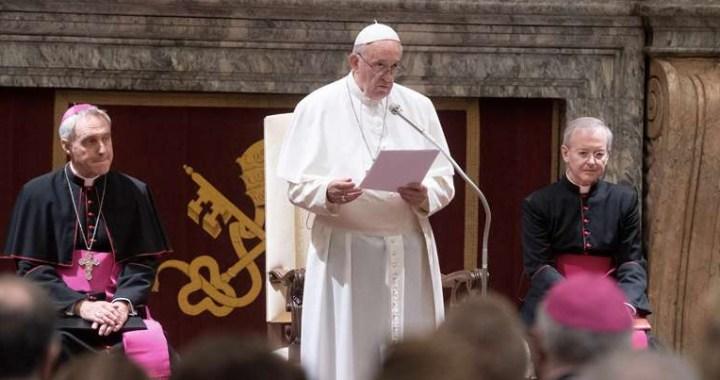 El Papa Francisco pide proteger la vida amenazada y sembrar esperanza