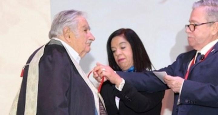 Jesuitas otorgan el Doctorado 'Honoris Causa' a José Mujica
