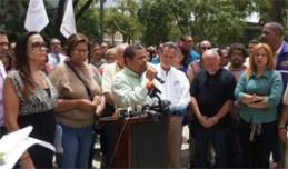Un grupo de líderes obreros anunciaron las actividades que realizarán luego de convertido en ley el proyecto de reforma de Retiro. (Foto / CyberNews)