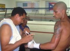 González junto a Don Félix Trinidad. (Foto/Suministrada)