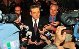 El gobernador, Alejandro García Padilla, hace declaraciones a miembros de la prensa del país. (Foto/Archivo)