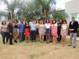 Los 16 estudiantes reconocidos, junto al Rector del Recinto de Río Grande de NUC,  Rafael Navarro.