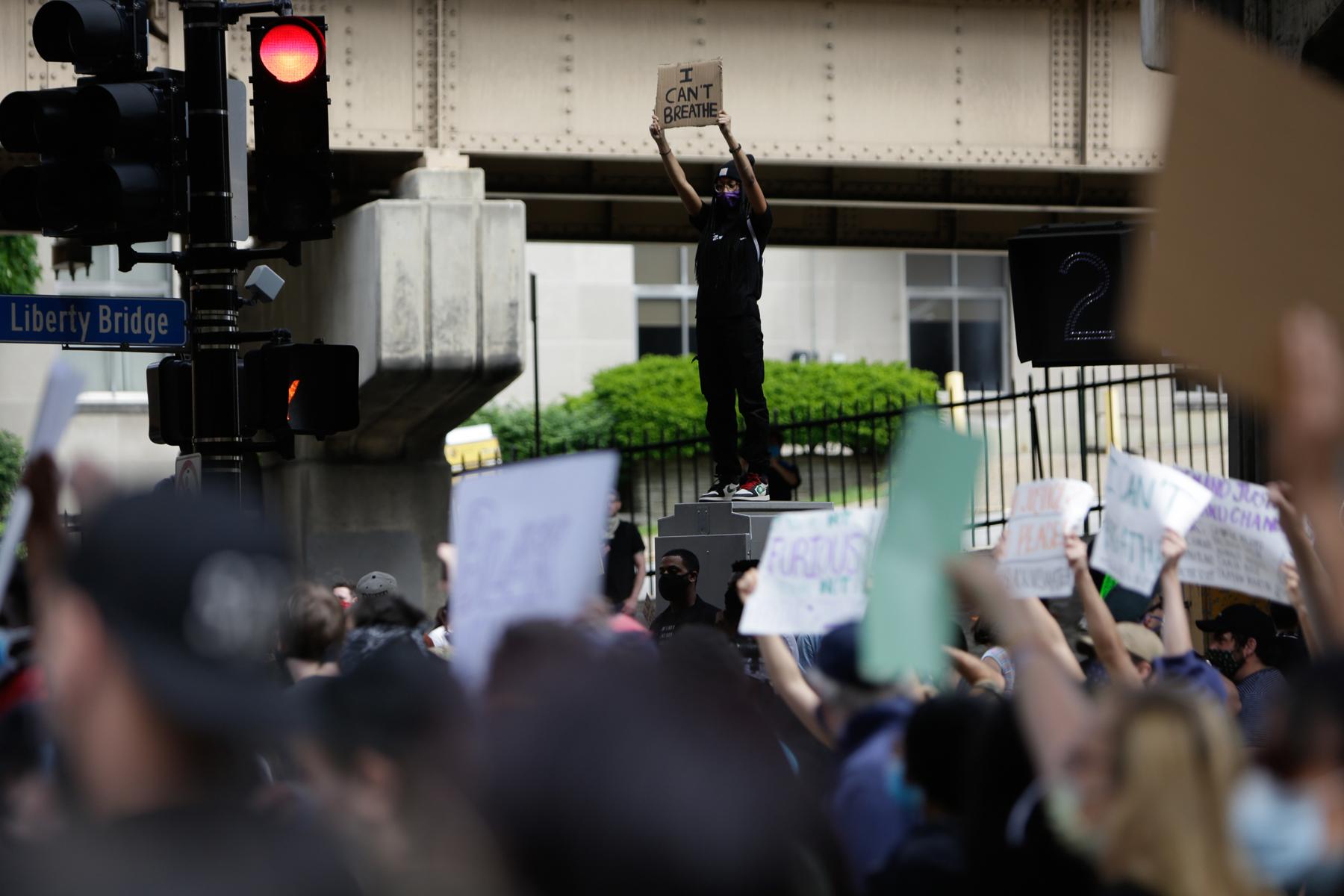 Pittsburgh bajo orden de toque de queda luego de que las protestas pacíficas por el asesinato de George Floyd se tornan violentas