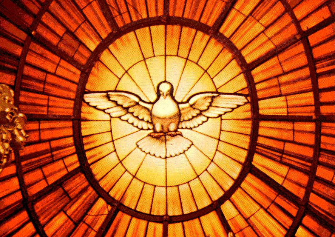 Vitral em homenagem ao Espírito Santo.