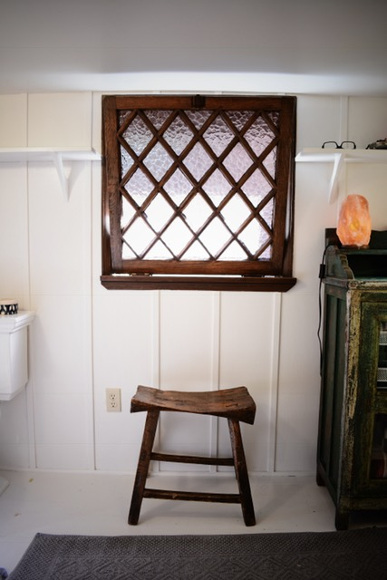 bathroom-stool-antique