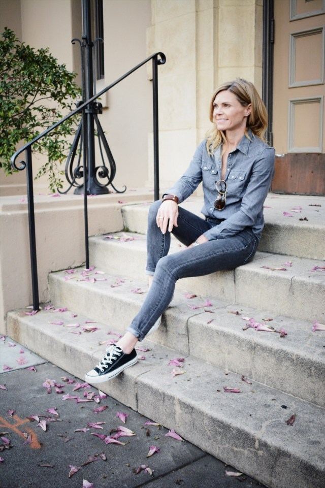 outfits-with-sneakers
