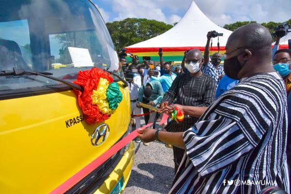 Govt hands over 100 buses to Senior High Schools 2