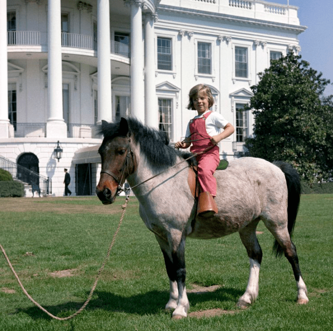 caroline-kennedy-macaroni-photo