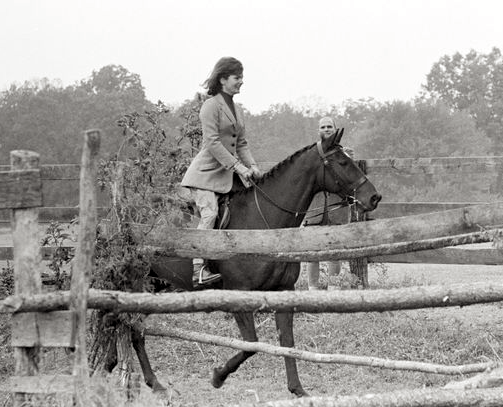 The First Lady rides Sardar at Glen Ora, Sept. 25, 1962.