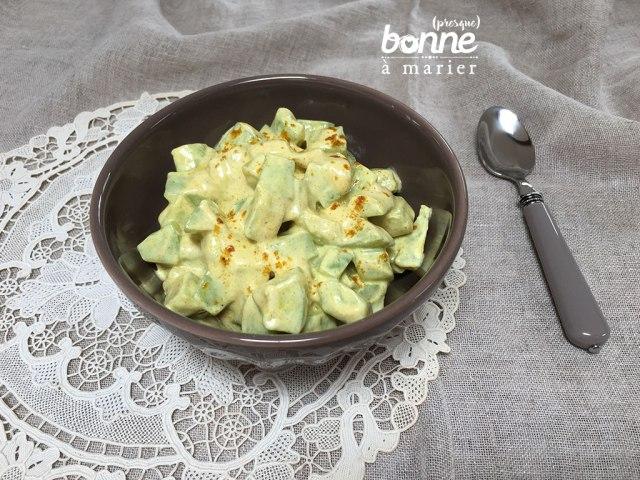Salade fraîche de concombre au yaourt et au curry