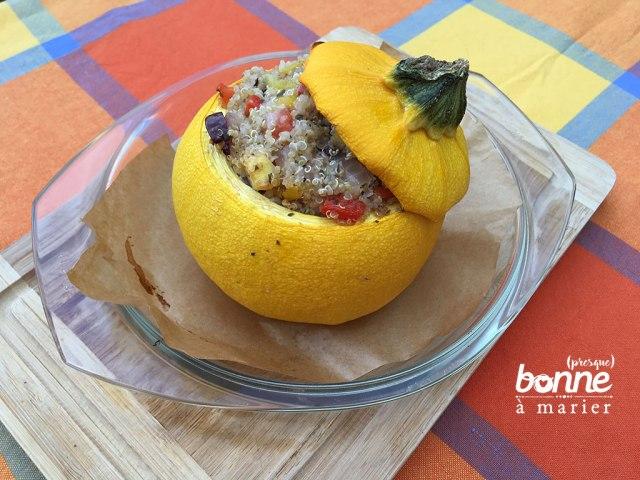 Courgette ronde farcie au quinoa, tomates, poivrons, olives