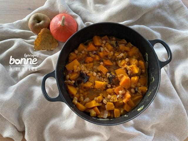 Tajine végétarienne potimarron et patates douces aux pommes et pruneaux