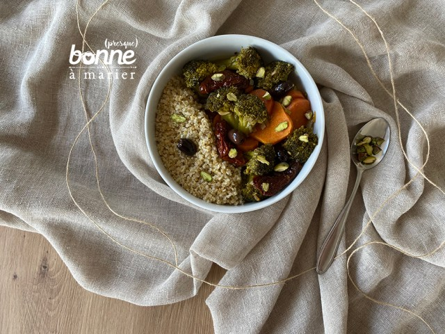 Tajine de brocoli aux tomates séchées et aux olives