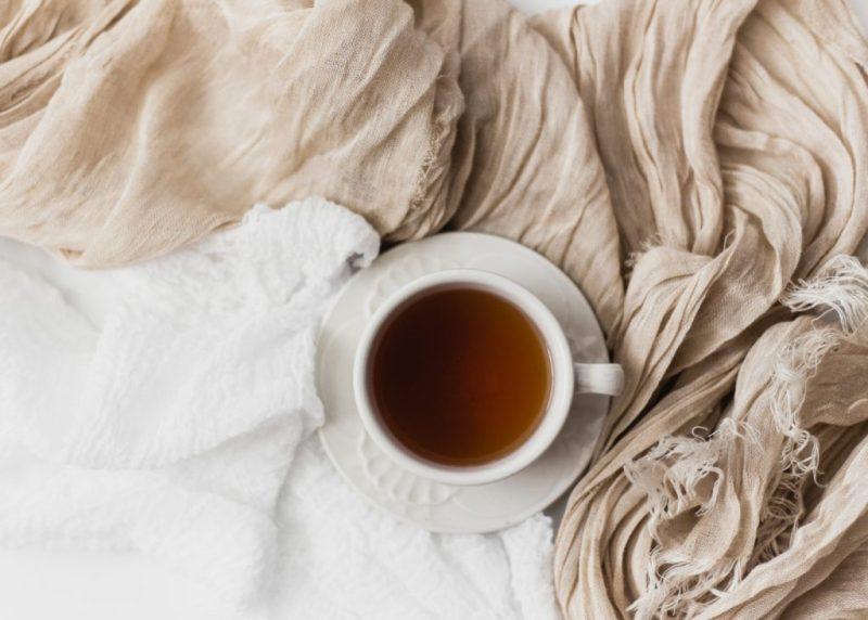 čaj, hrníček, šátek