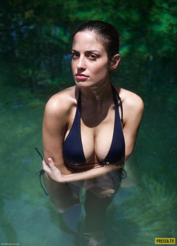 Брюнетка Muriel с красивой грудью (22 фото)