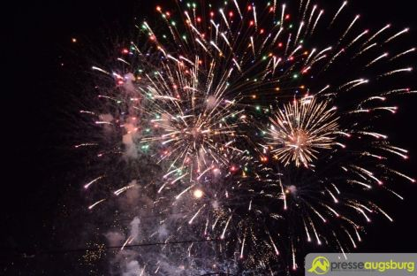 2015-08-28-Feuerwerk-–-09 Bildergalerie | Das erste Feuerwerk des Herbstplärrers 2015 Bildergalerien Freizeit News Augsburger Plärrer Feuerwerk Herbstplärrer |Presse Augsburg