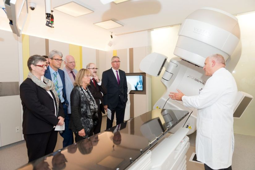 clinic The Augsburg Clinic is taking a big step for the treatment of cancer diseases. Health News Interdisciplinary Cancer Centers Clinic for Radiotherapy Augsburg Clinic Cancer | Augsburg press
