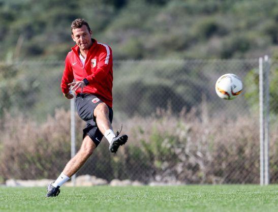 Markus Weinzierl (Trainer FC Augsburg), Torschuss, Torschuss-Training, Schusstraining, FC Augsburg, Trainingslager, Estepona, Saison 2015-2016, 14.01.2016