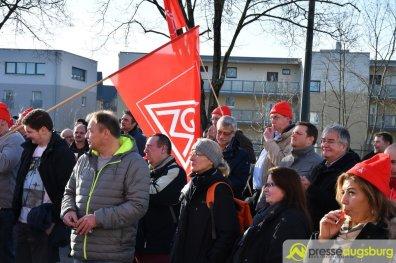Die IG Metall hat zu einer Kundgebung an der Unternehmenszentralle aufgerufen | Symbolbild: Wolfgang Czech
