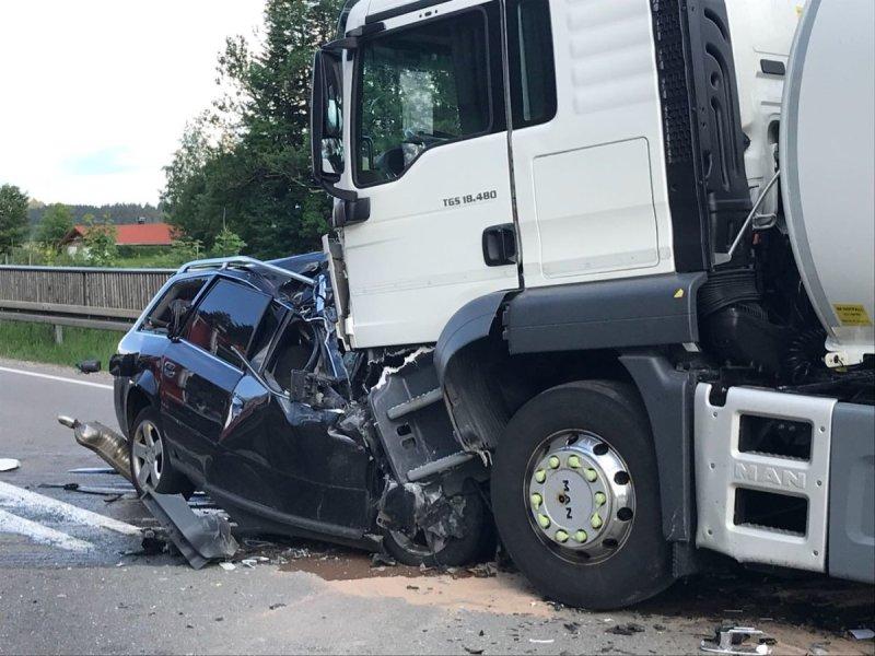 Landkreis Oberallgäu | Frau stirbt bei schwerem Verkehrsunfall auf ...