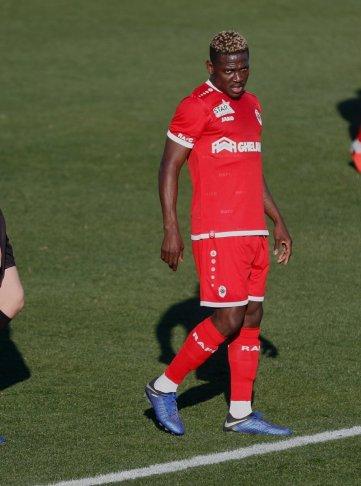 Daniel Opare, ex-FCA-Spieler, jetzt in Diensten des belgischen Erstligisten Royal Antwerpen, der ebenfalls hier sein Trainingslager aufgeschlagen habt; FC Augsburg, Trainingslager Alicante 2019, La Finca Golf Resort, Trainingsgelände;