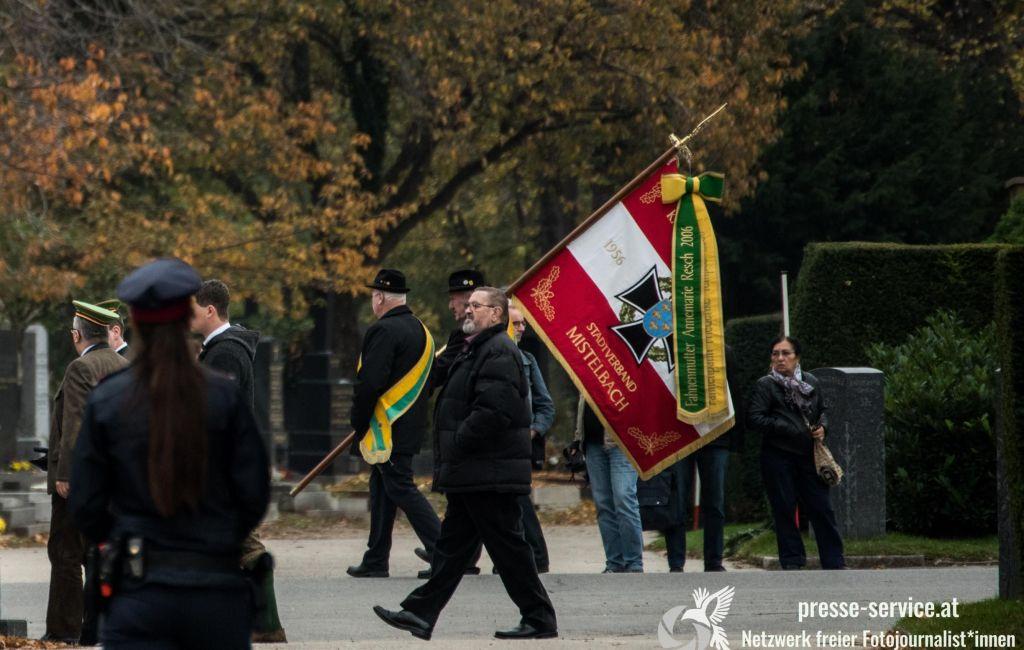 """Gedenken an den NS-""""Kriegshelden"""" Walter Nowotny am Wiener Zentralfriedhof (12.11.18)"""