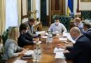 Зеленский требует разработки программы страхования врачей от COVID-19