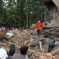 Indonesia calls for medical help after devastating quake