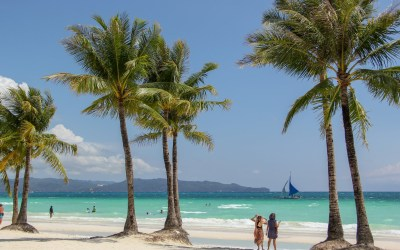 Gov't allows Boracay to accept tourists from GCQ, MGCQ areas