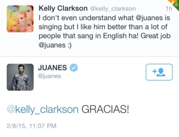 Juanes congratulated by Kelly Clarkson for grammys performance