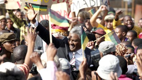 Mandela---Der-lange-Weg-zur-Freiheit-©-2013-Constantin,-Senator(1)