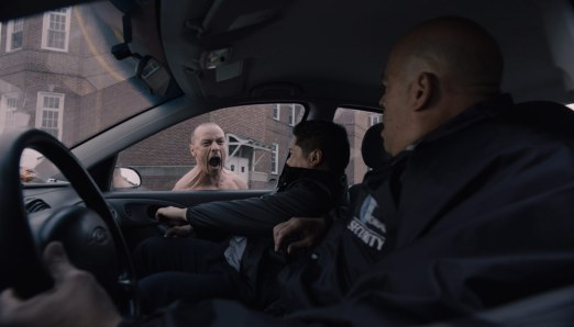 Glass-(c)-2018-Universal-Pictures(2)