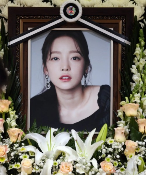 "An Expert who Read the Diary of the Late GOO HARA Said, ""She has never been loved unconditionally"""