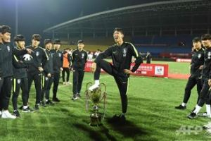 0531 01 1 - 韓国 カップを足で踏みつけ優勝剥奪 U18パンダカップ 中国カンカン