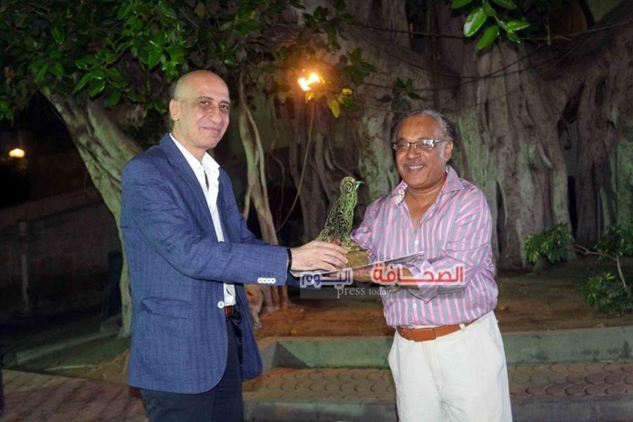 د. خالد سرور يكرم الفنان جمال السيد
