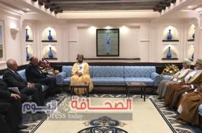 شكري يلتقي نائب رئيس الوزراء العماني في مستهل زيارته لــ مسقط