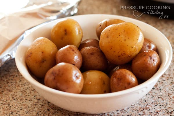 Small-new-potatoes-cooked-in-the-pressure-cooker-pressure-cooking-today