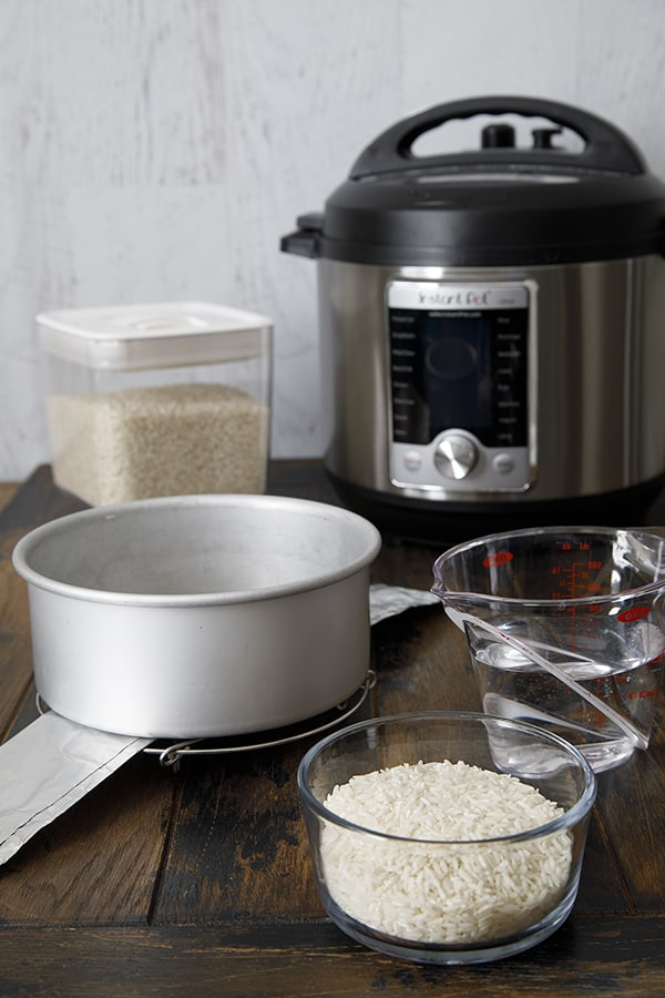 Equipment for making white rice with the pot-in-pot method