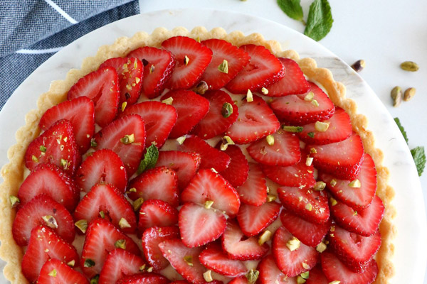 Del\'s Cooking Twist\'s Fresh Strawberry Tart with the strawberries sliced thin and spread out beautifully in overlapping circles across the top of the tart