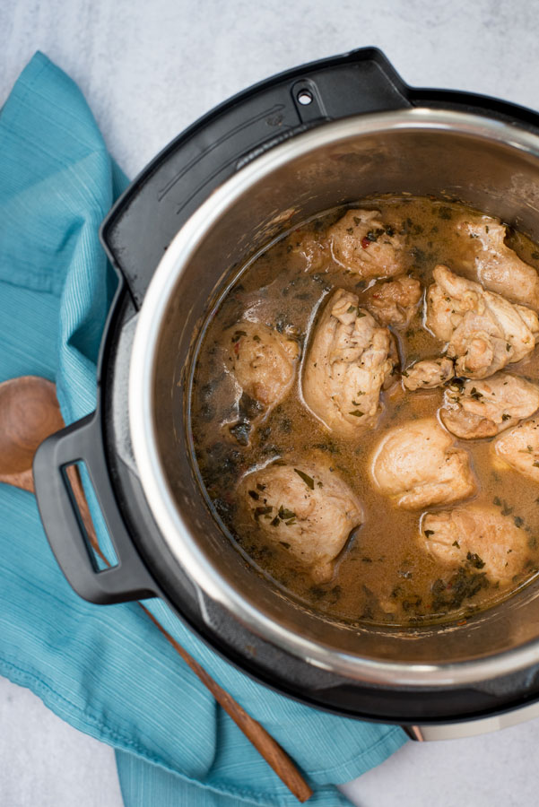 Cooking chicken thighs in a pressure cooker with peanut sauce